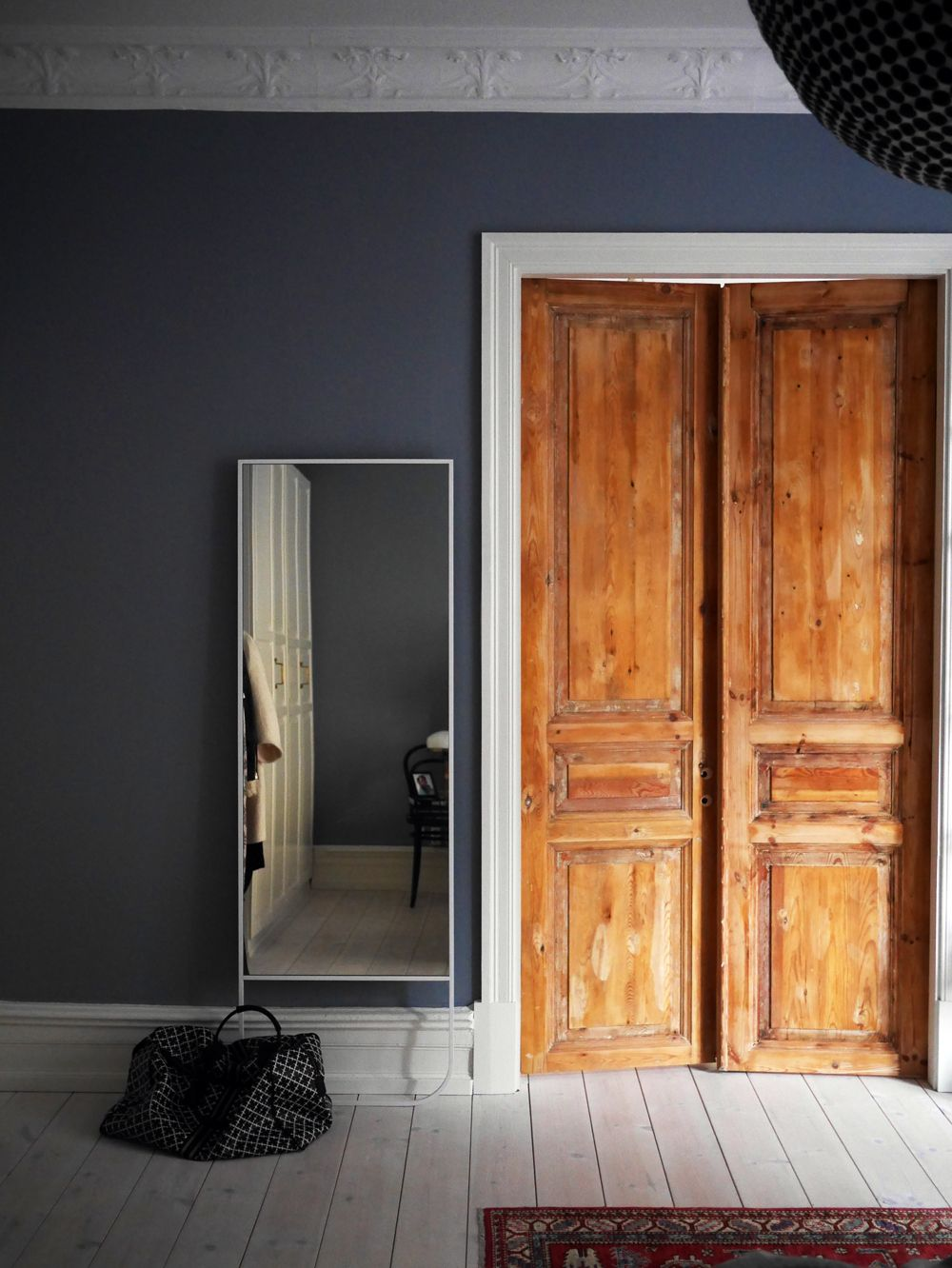 Dark walls wood doors want to replicate this in a kitchen