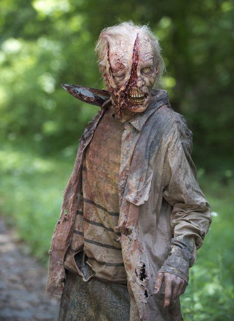 The Walking Dead Season 6 Zombie Photo 2