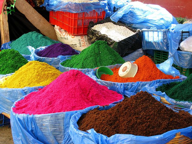 Guatemala Is The Country Of True Colour And Christmas Is No Exception This Coloured Sawdust Is Used To Christmas Fun Christmas Traditions Country Christmas