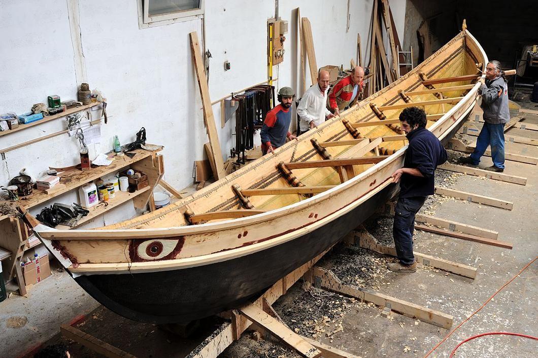 Construction du bateau grec gyptis travaux d tanch it for Interieur bateau bois