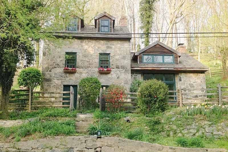 10 Historic Stone Houses For Sale Stone Houses Stone Cottages Stone House Plans