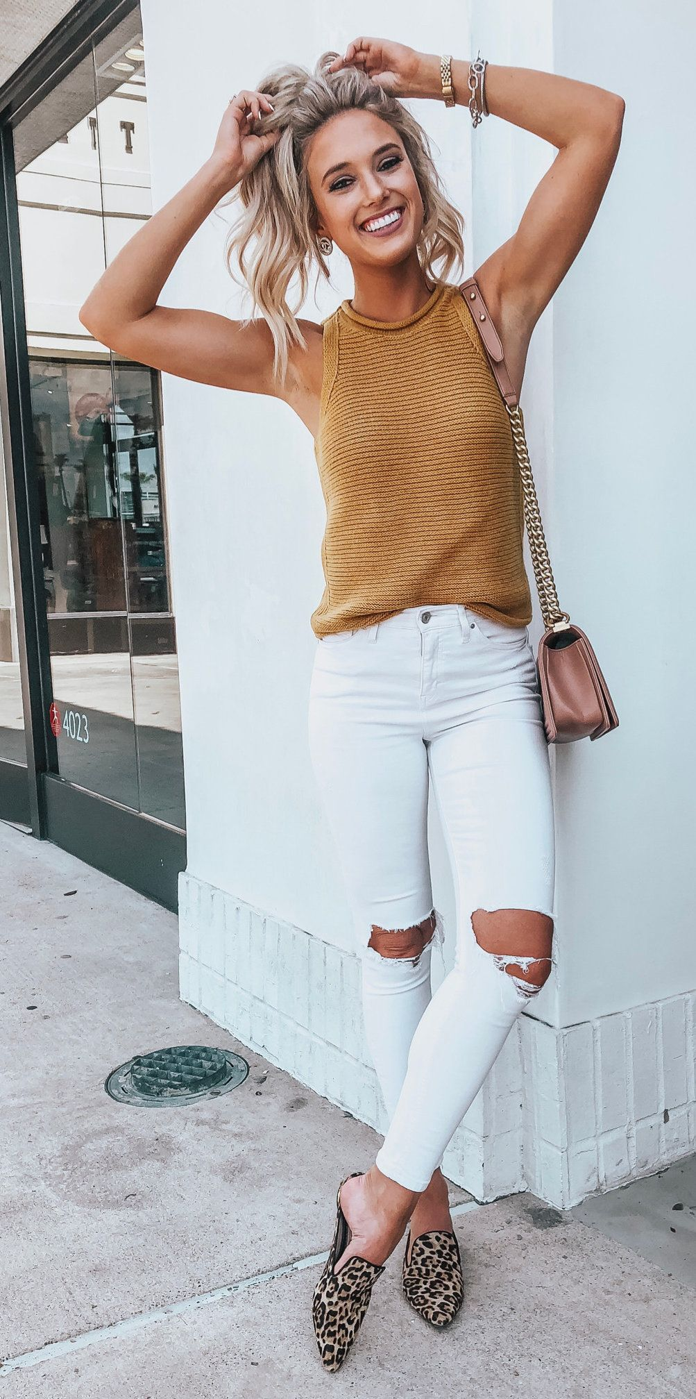 a57a432068c  summer  outfits distressed white skinny jeans and brown tank top.