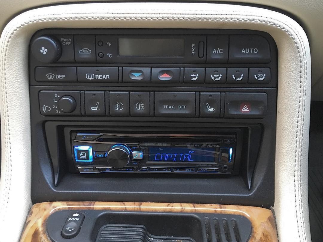 alpine cde 193bt installed into 1997 jaguar xk8 cen. Black Bedroom Furniture Sets. Home Design Ideas