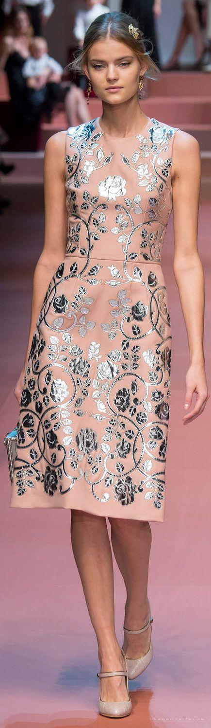 Nos encanta este Dolce & Gabbana en nude y plata.