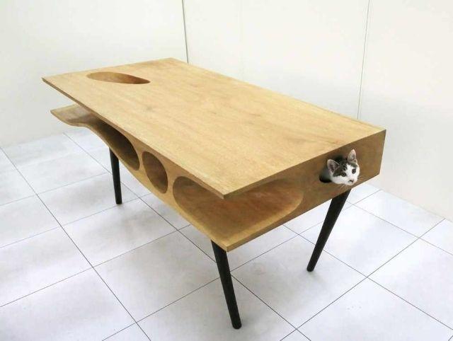 Table en bois innovative: la chatable bureau & habitat félin