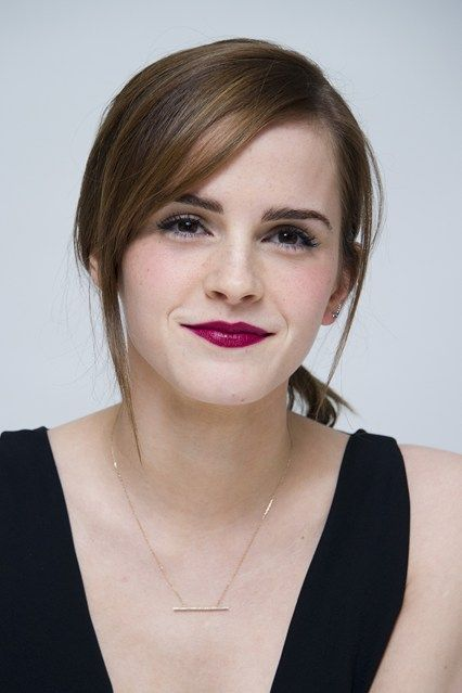 20 Best Emma Watson Hairstyles Of Her Changing Look (WITH