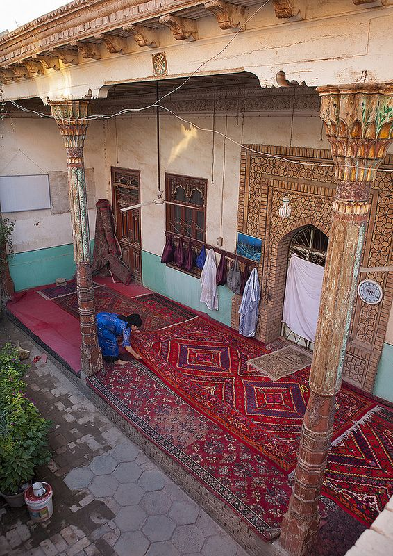 Uygur Woman Uncoiling The Carpets Of A Mosque Old Town Of Kashgar Xinjiang Uyghur Autonomous Region China Kashgar Xinjiang Islamic Architecture