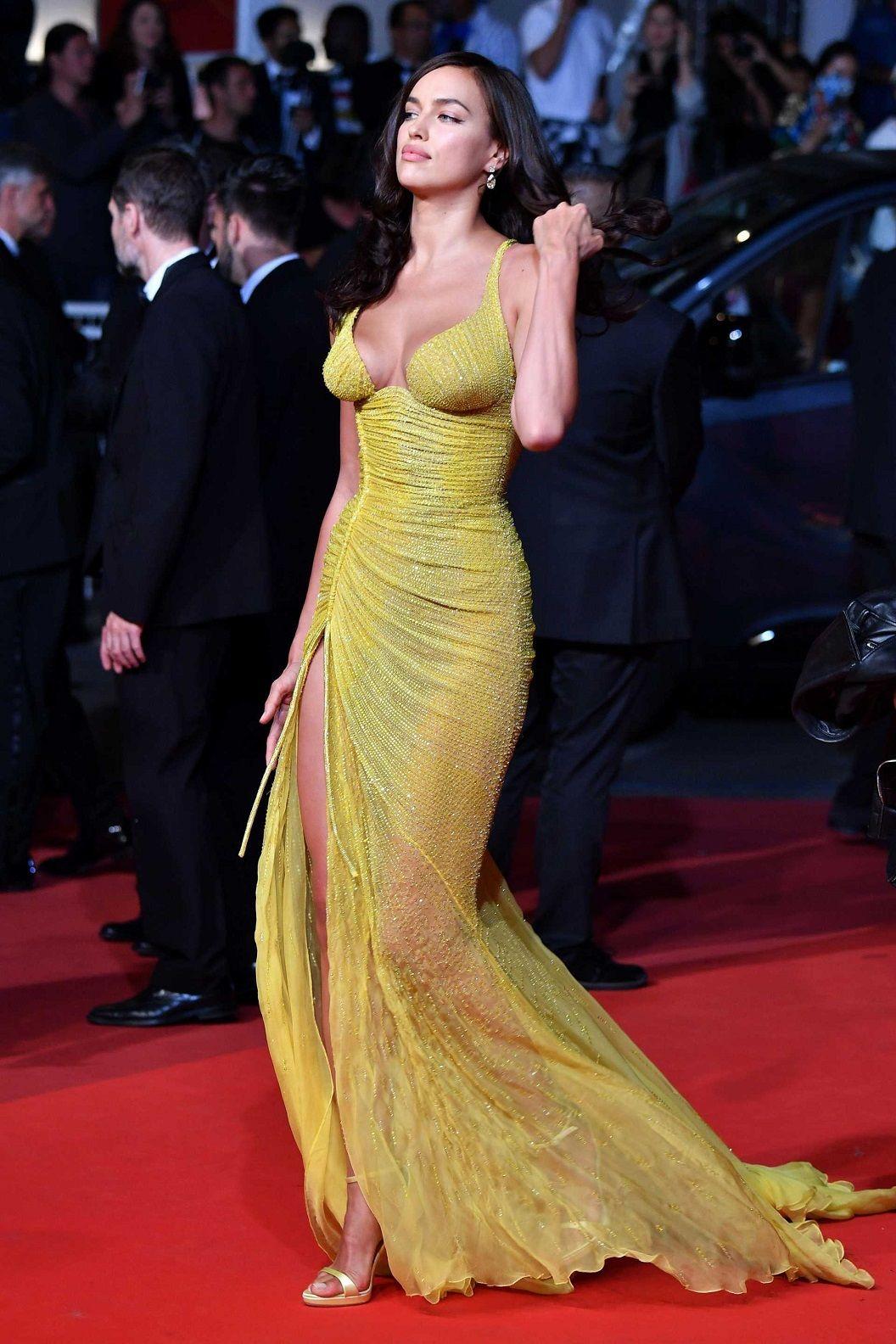Irina Shayk Cleavage Nude Photos 1