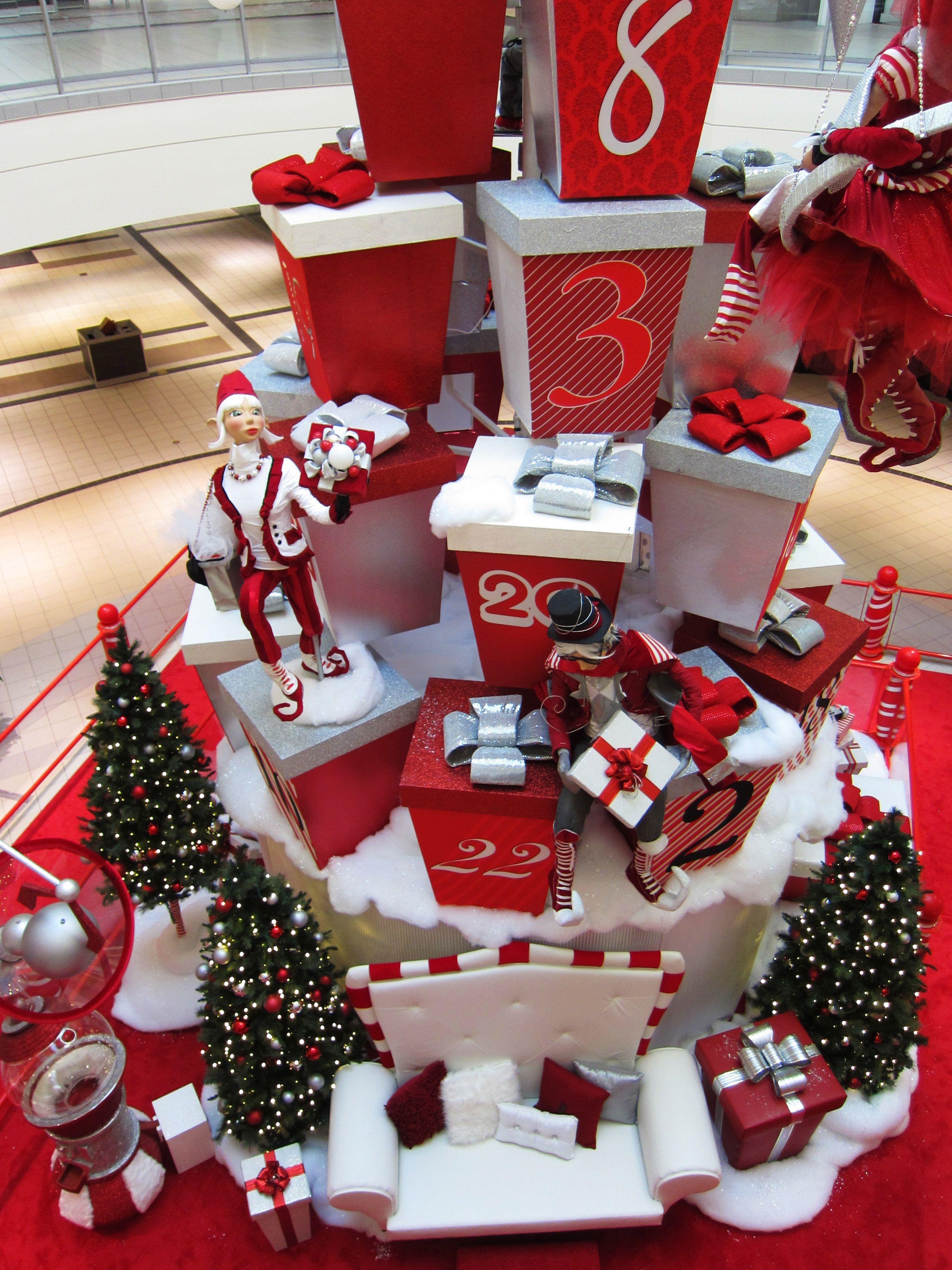 Christmas decor / Décor de Noël / Upper Canada Mall