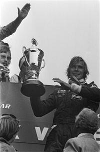 Informações pessoais Nome completoJames Simon Wallis Hunt NacionalidadeReino Unido britânico Nascimento29 de agosto de 1947 Belmont, Grande Londres  Inglaterra Morte15 de junho de 1993 (45 anos) Wimbledon, Grande Londres  Inglaterra Registros na Fórmula 1 Temporadas1973-1979 Equipes3 (Hesketh, McLaren e Wolf) GPs disputados93 (92 largadas) Títulos1 (1976) Vitórias10 Pódios23 Pontos179 Pole positions14 Voltas mais rápidas8 Primeiro GPGP de Mônaco de 1973 Primeira vitóriaGP da…