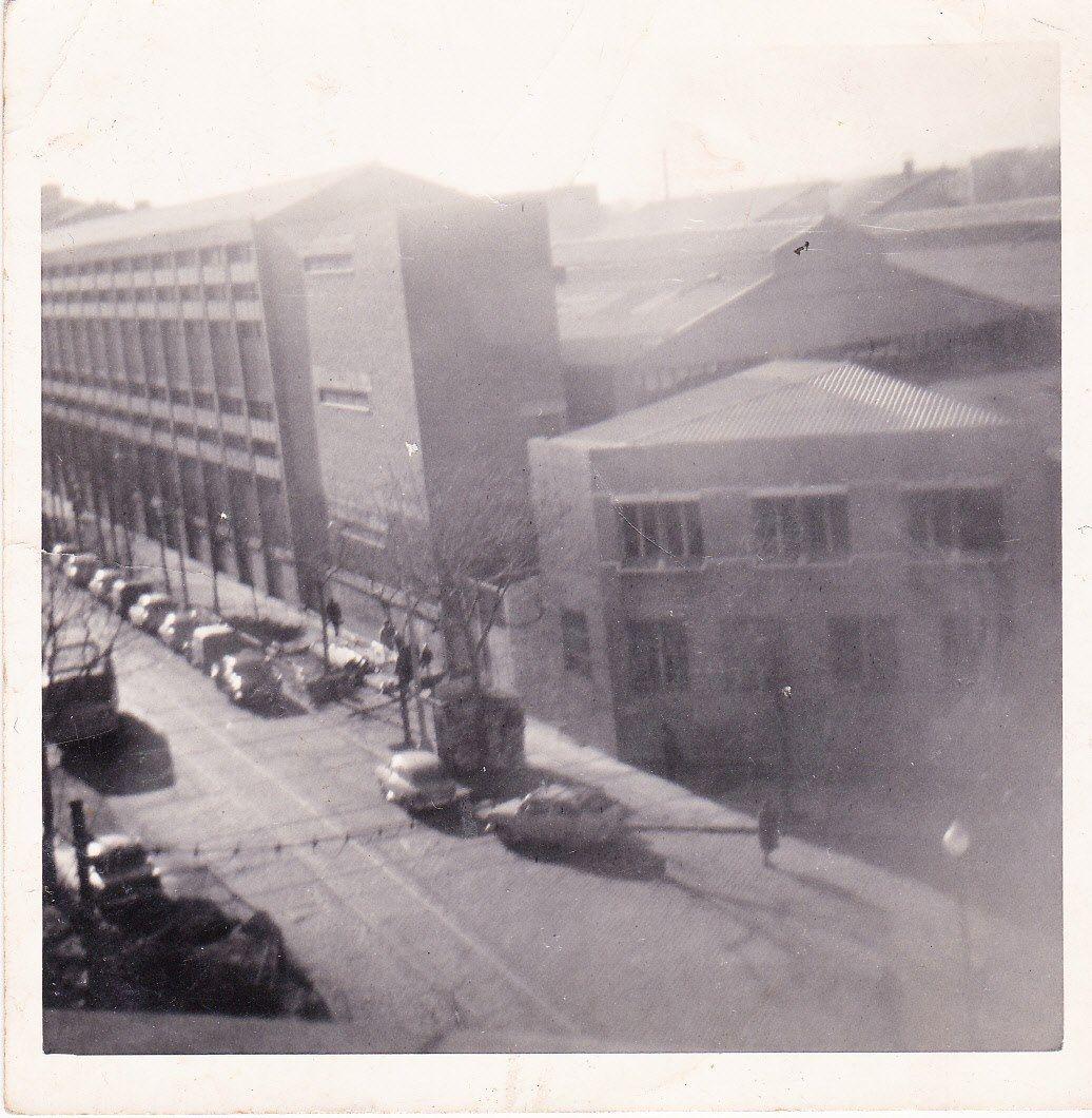 Can Ribera y al estar mi casa en un cuarto piso y la fábrica era poco alta,me permitía ver casi oda Barcelona desde el Tibidabo hasta Montjuich.Esta foto es de los años 60 viéndose la calle Pujadas