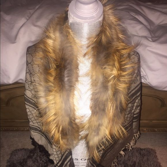 622cb7ba1140 Authentic NEW Gucci 100% Fox Fur, Shawl/ Scarf Authentic Gorgeous Gucci GG  pattern
