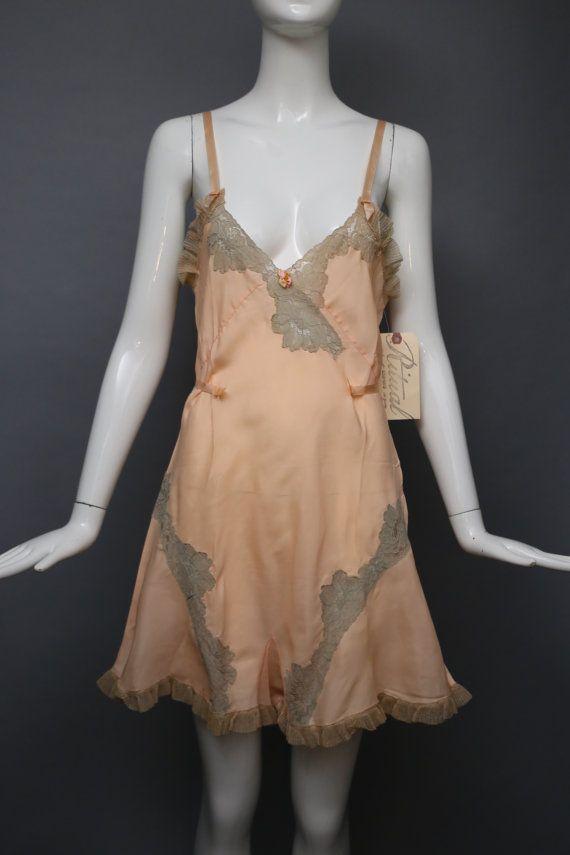 des années 30 lÉTAPE DANS la rayonne de soie rose par ritualvintage