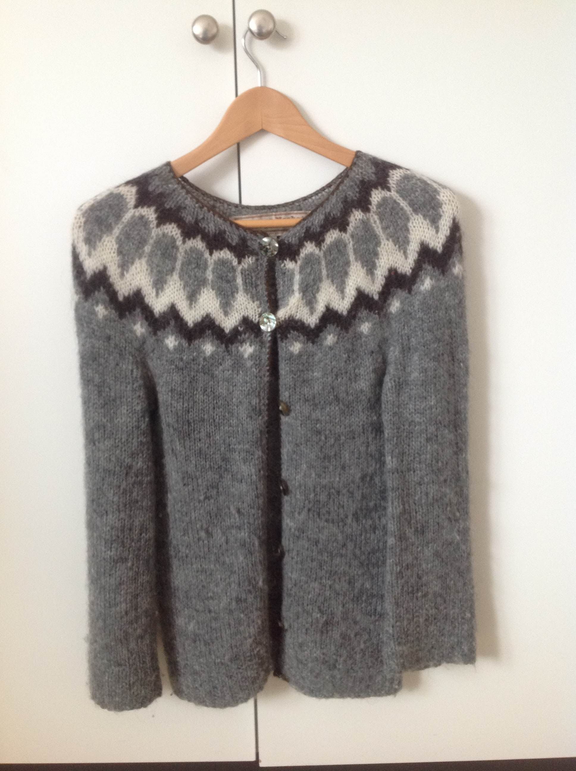 My Icelandic hanknitted cardigan by Farmer´s Market. Made of wool from Icelandic landrace sheep. Highly appreciated...and used garment. Lightweighted but warm and cozy.
