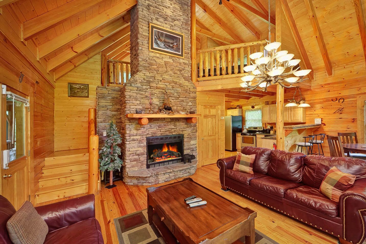 Magic Moments Cabin In Gatlinburg In 2020 With Images Luxury Cabin Log Cabin Interior Luxurious Bedrooms