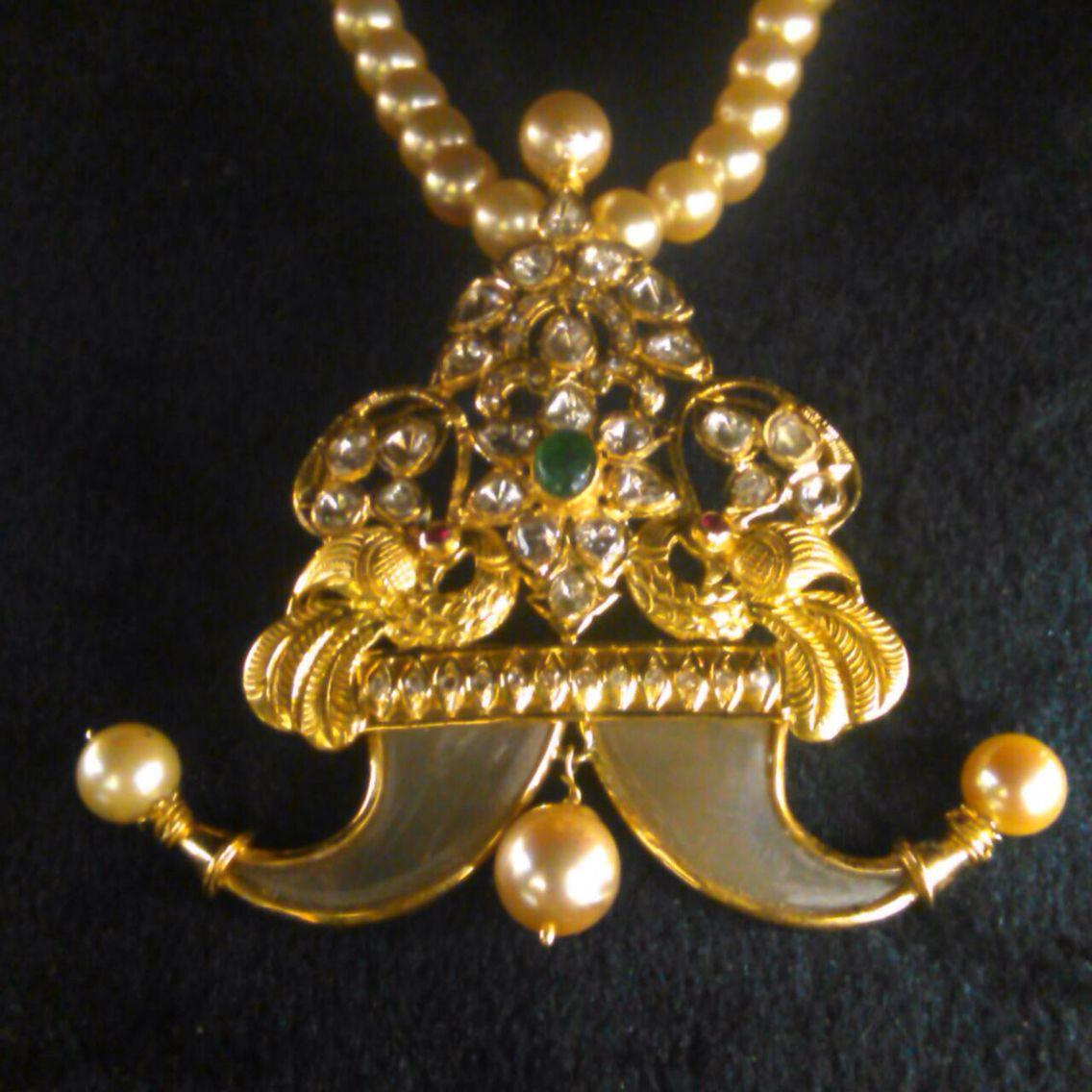 Puligoru Pendant With Uncut Diamond In Pachi Setting