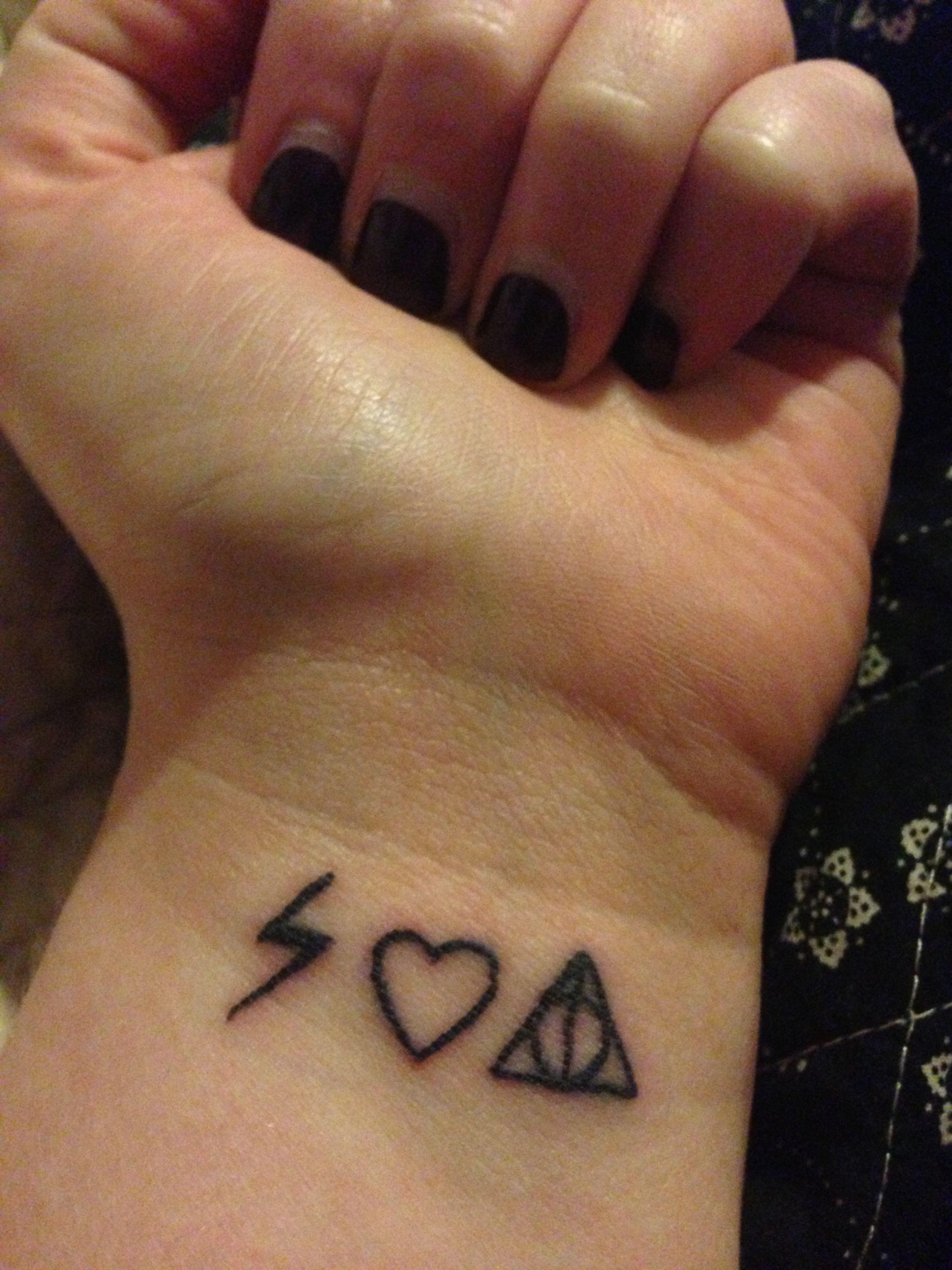 Harry Potter Tattoo Harry Heart Deathly Hallows I Might Do Heart Mickey Head Deathly Hallows Tatouage Idees De Tatouages