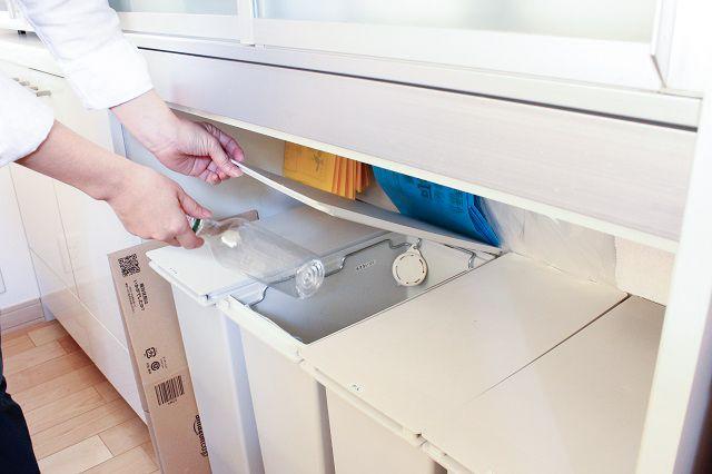 出すと邪魔 隠すと不便 どうする キッチンのゴミ箱問題 片づけ収納ドットコム ゴミ箱 キッチン キッチン ゴミ箱 収納 キッチン ゴミ箱 アイデア