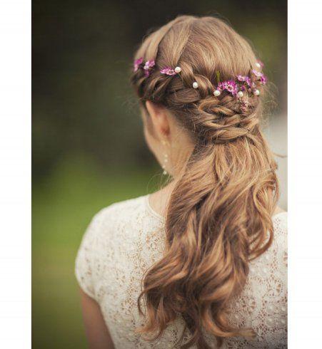 Idée coiffure de mariage une demiqueue avec une tresse