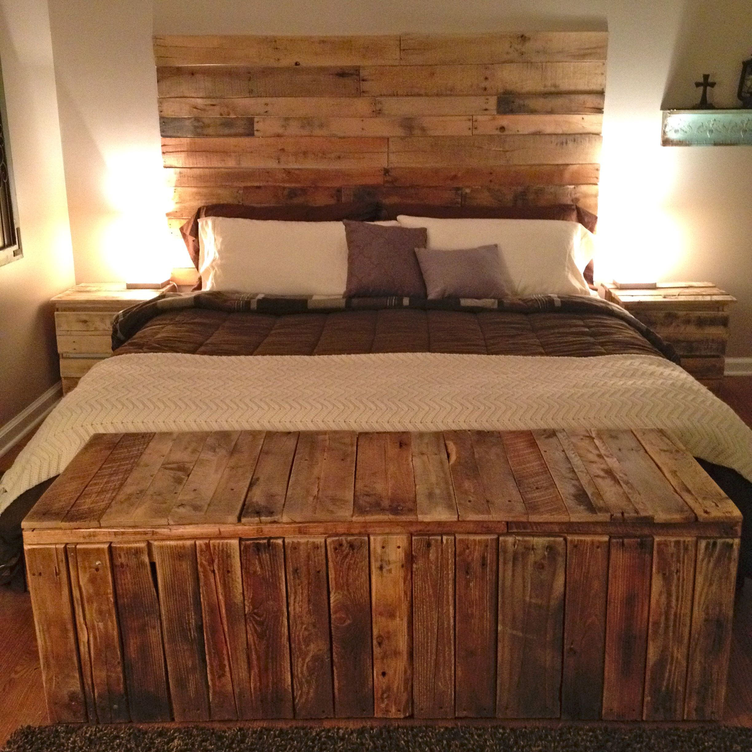 Pin By Teea Goans On Decor Wood Pallet Bed Frame Pallet Furniture Pallet Beds