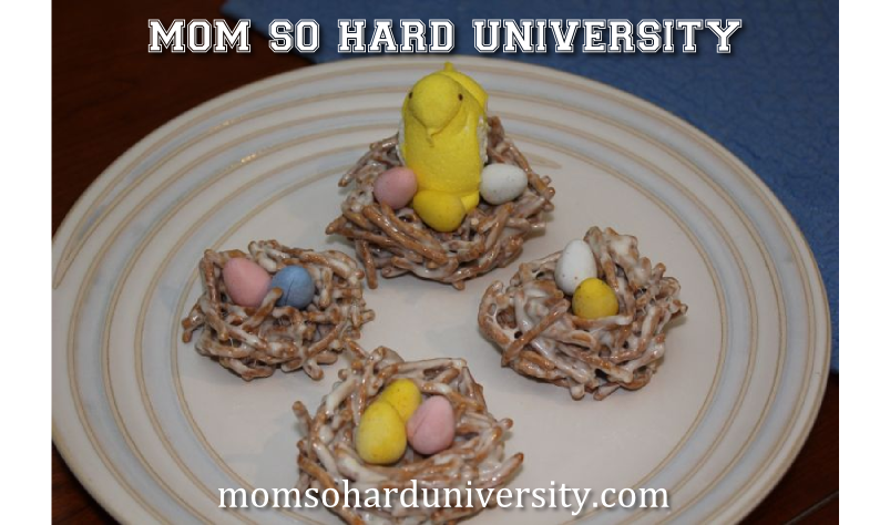 Perfect Easter Holiday Treat for your dessert table!  |  Easter Nests  |  momsoharduniversity.com