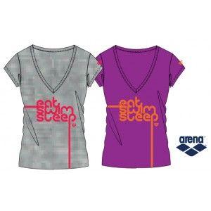NUOVO PRODOTTO ARENA: maglietta a manica corta con scollo a V, realizzata al 100% in morbido cotone (160gr), modello slim da donna. Colorata, sportiva, bella: la maglietta EAT - SWIM - SPLEEP  http://www.nuotomaniashop.it/nuotostore/it/abbigliamento-nuoto/383-maglietta-donna-slogan-t-shirt-arena.html
