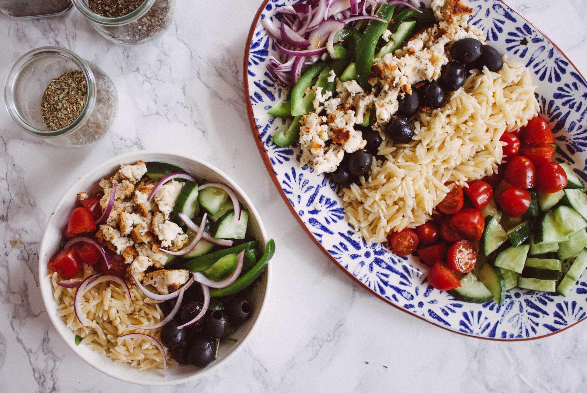 Veganer Griechischer Salat mit Feta aus Mandeln - Zucker&Jagdwurst