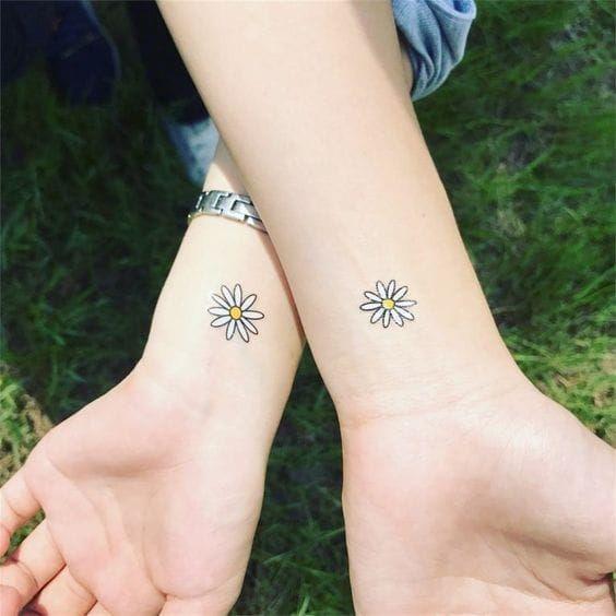 8 increíbles diseños de tatuajes para hermanas - Mujer de 10: Guía real para la mujer actual. Entérate ya.