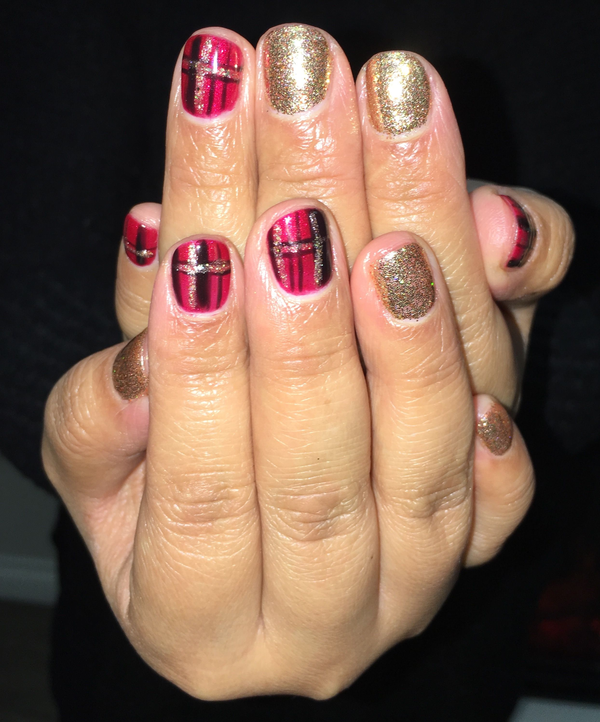 Christmas plaid gel nails dashing digits nail art designs pinterest
