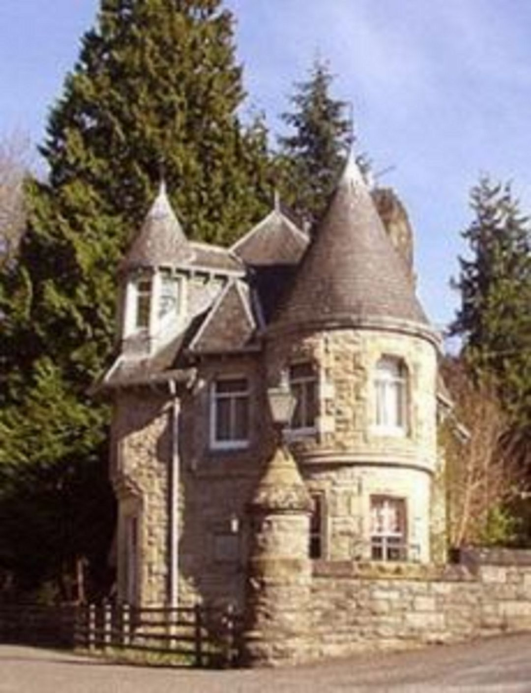 25 Beautiful Stone House Design Ideas On A Budget Storybook Cottage Castle House Fairytale House