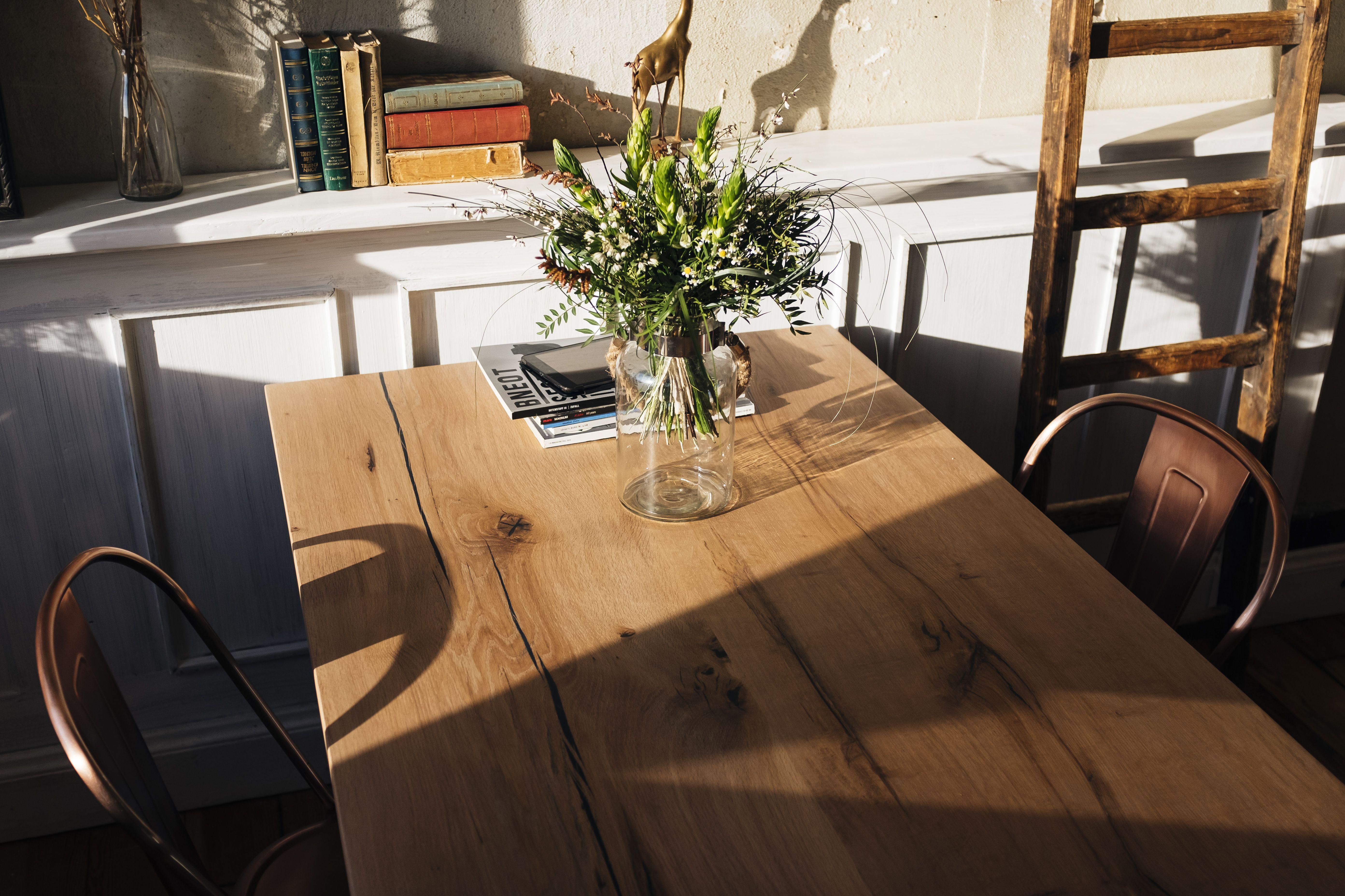 Esstisch Massivholz Eichentisch mit Baumkante