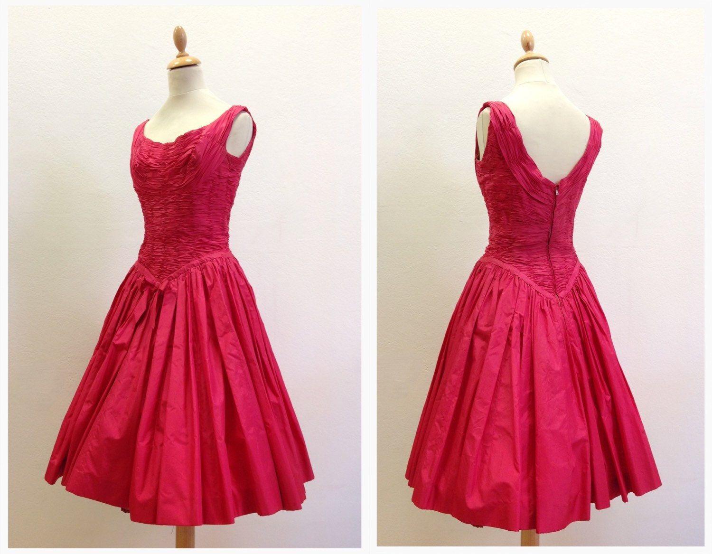 GATTINONI Haute Couture vintage 50s new look red cocktail dress size XS di Cavallienastri su Etsy https://www.etsy.com/it/listing/241146708/gattinoni-haute-couture-vintage-50s-new