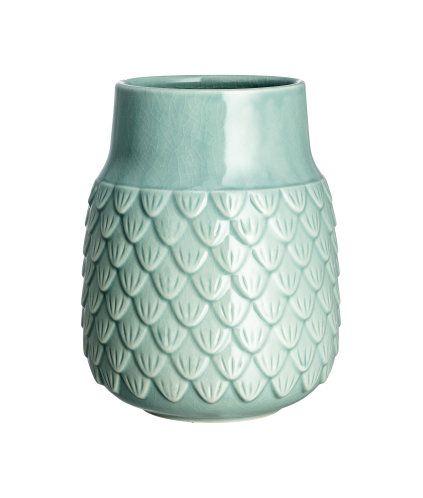 Turkis. Vase i glaseret, strukturmønstret stentøj. Diameter foroven 8,5 cm, højde 18 cm.