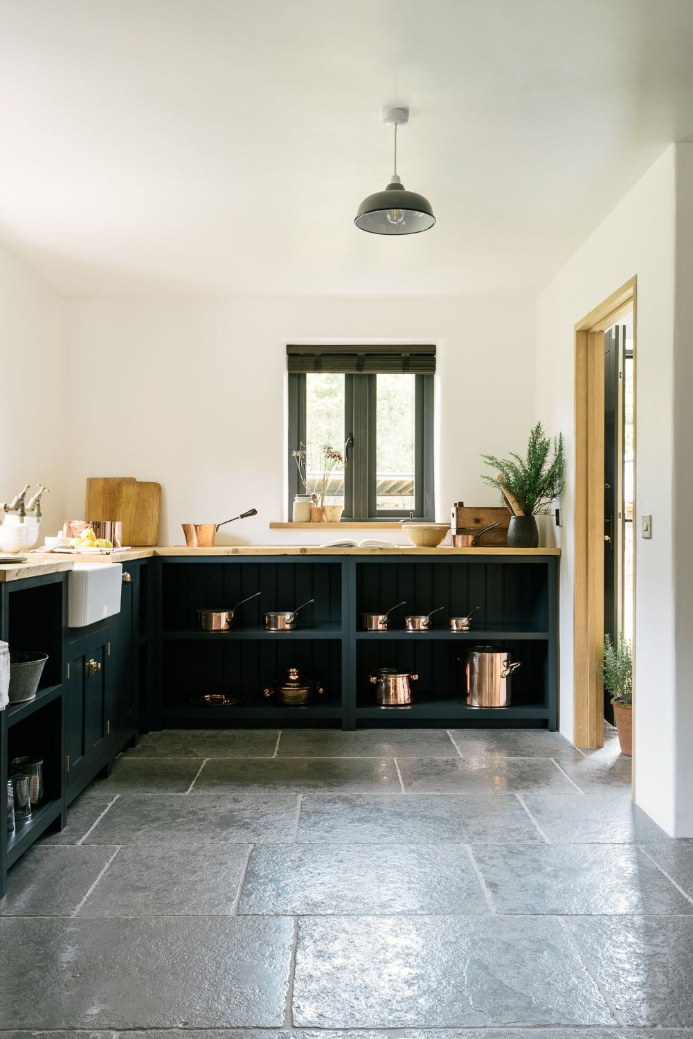 Merveilleux The Worn Grey Limestone By Floors Of Stone Works So Perfectly In This  Stylish DeVOL Kitchen