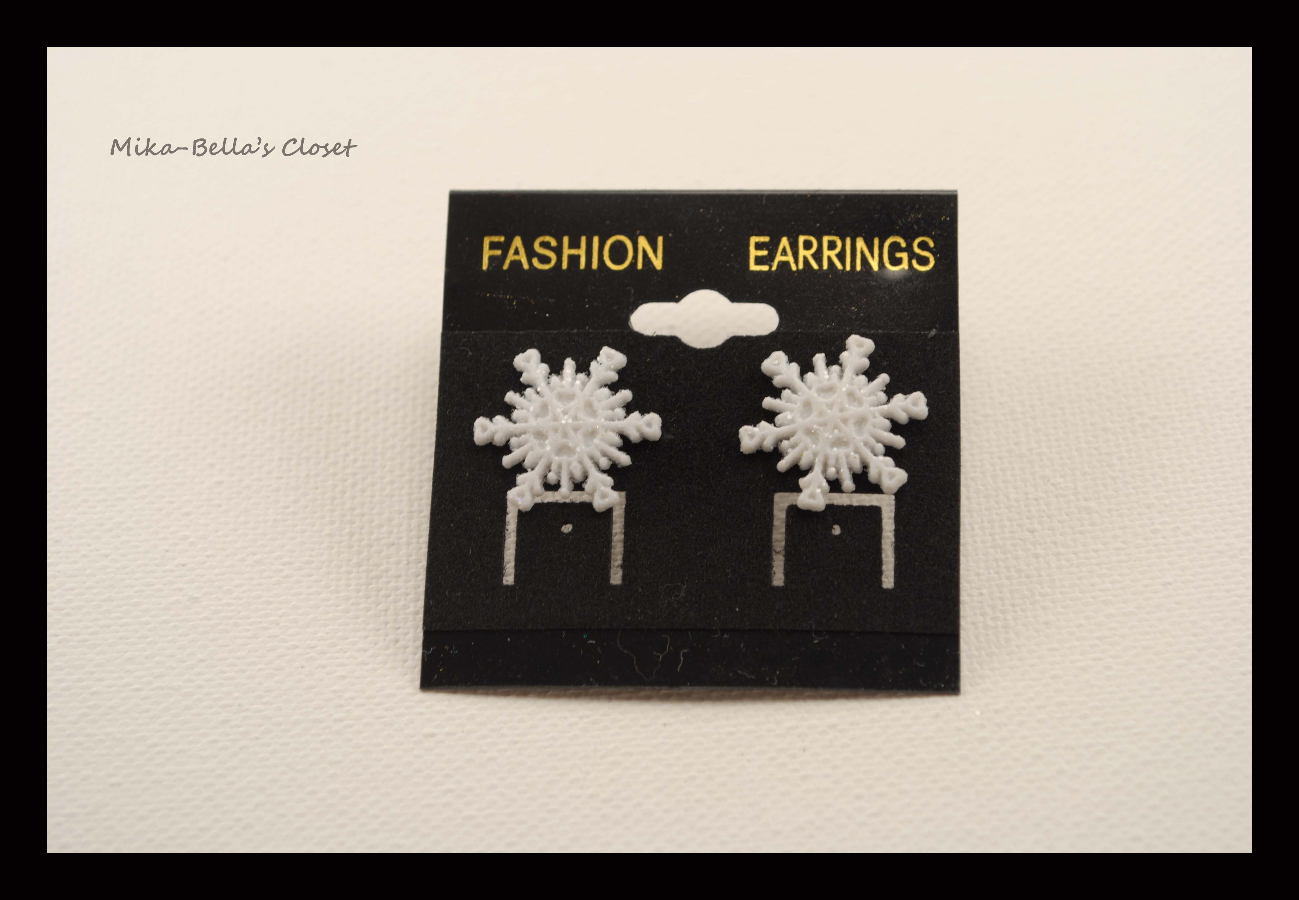 Snowflake (5th design) Only 1 pair-$2.50  www.facebook.com/mikabellascloset