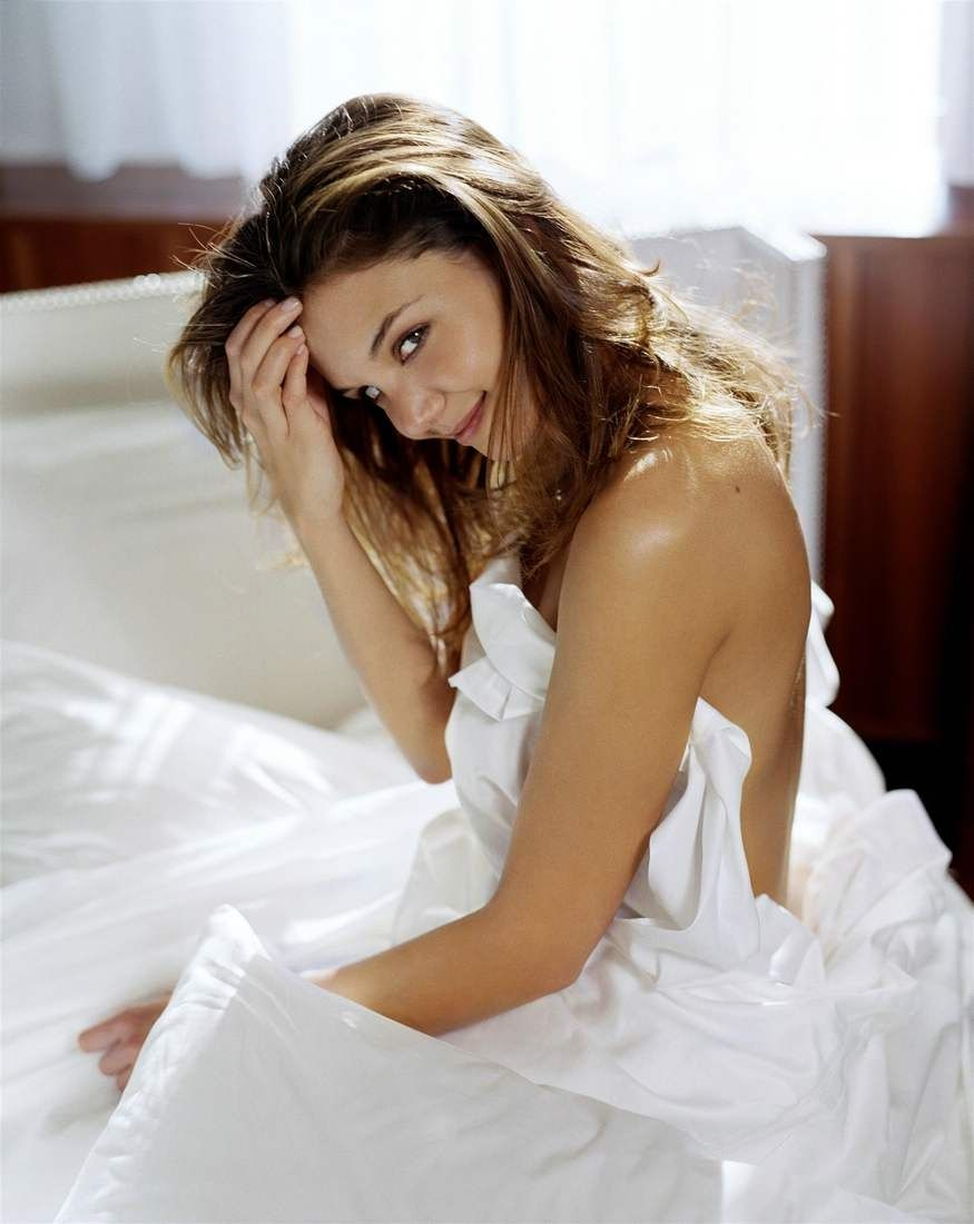 Katie Holmes Nude And Sexy Pictures Httpnudepics4Free -2448