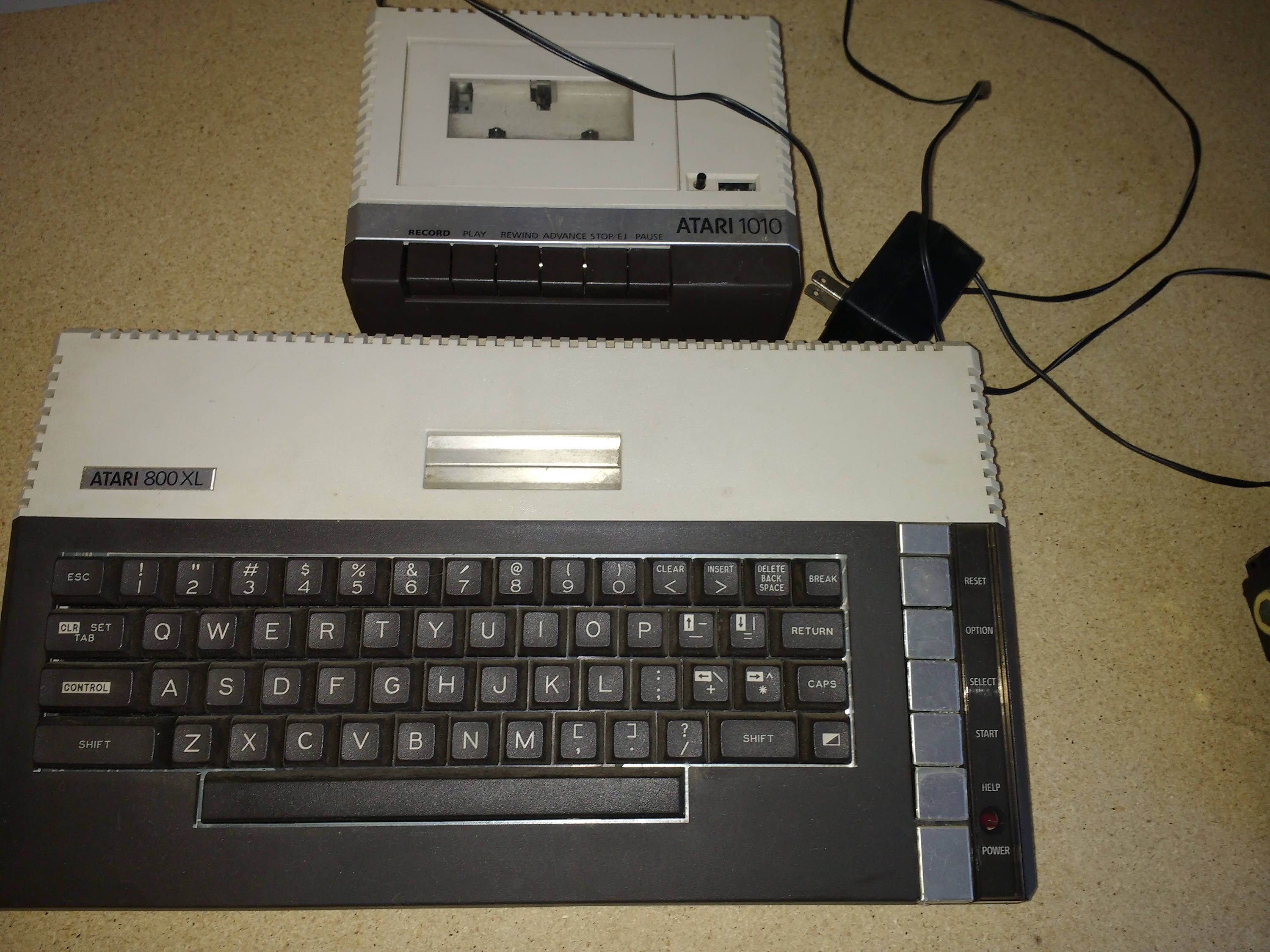Vintage Atari 800xl And 1010 For Parts Console And Keyboard