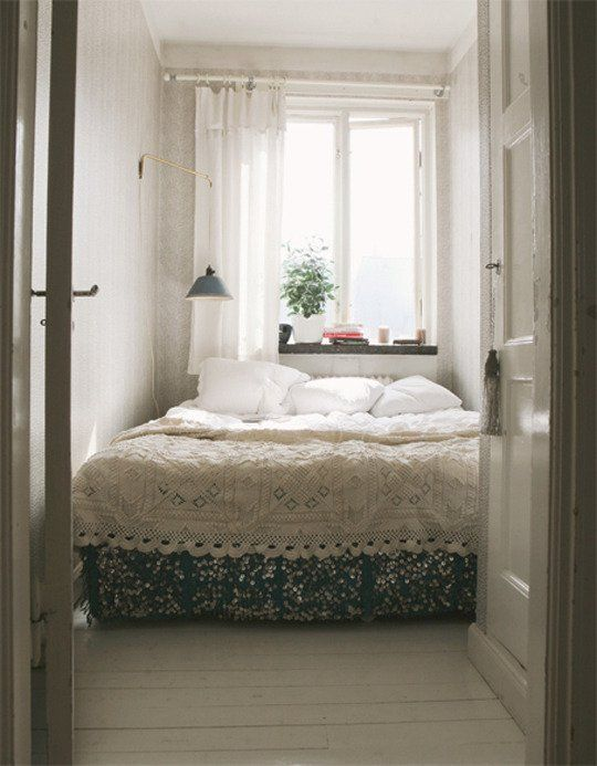 Superior Small Bedroom Big Bed Ideas Part - 3: 10 Small Bedrooms Organized By (Big! This Is More Like A Sleeping Nook,  With The Oversized Bed.
