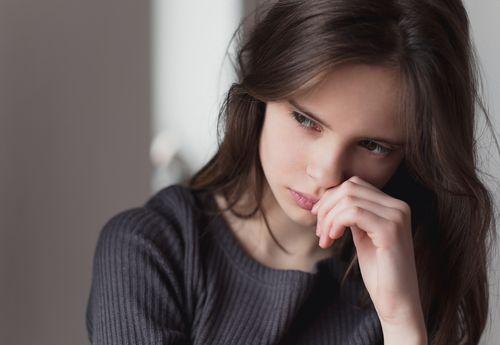 「悩む女性」の画像検索結果