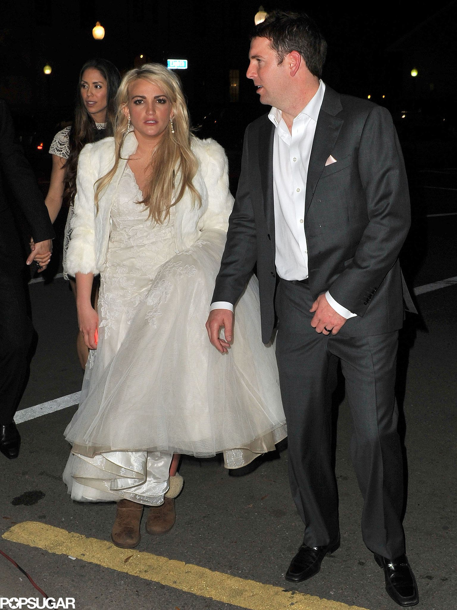 Celebrity Entertainment Like A True Spears Girl Jamie Lynn Pairs Her Wedding Dress With Uggs Womens Wedding Dresses Jamie Lynn Spears Wedding Dresses