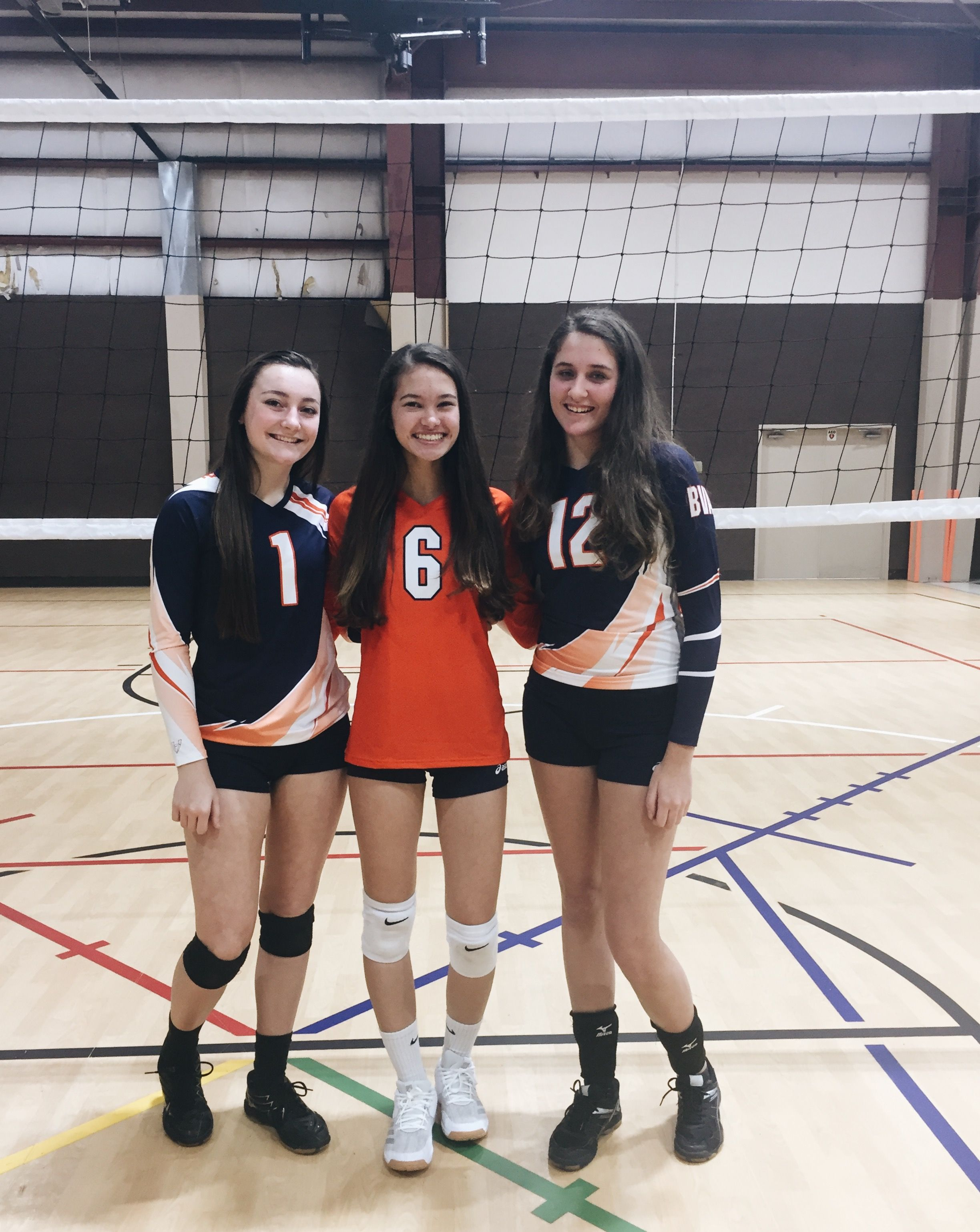 Pin By Kalynn Carrillo On Volley Women Volleyball Volleyball Pictures Volleyball Team Pictures