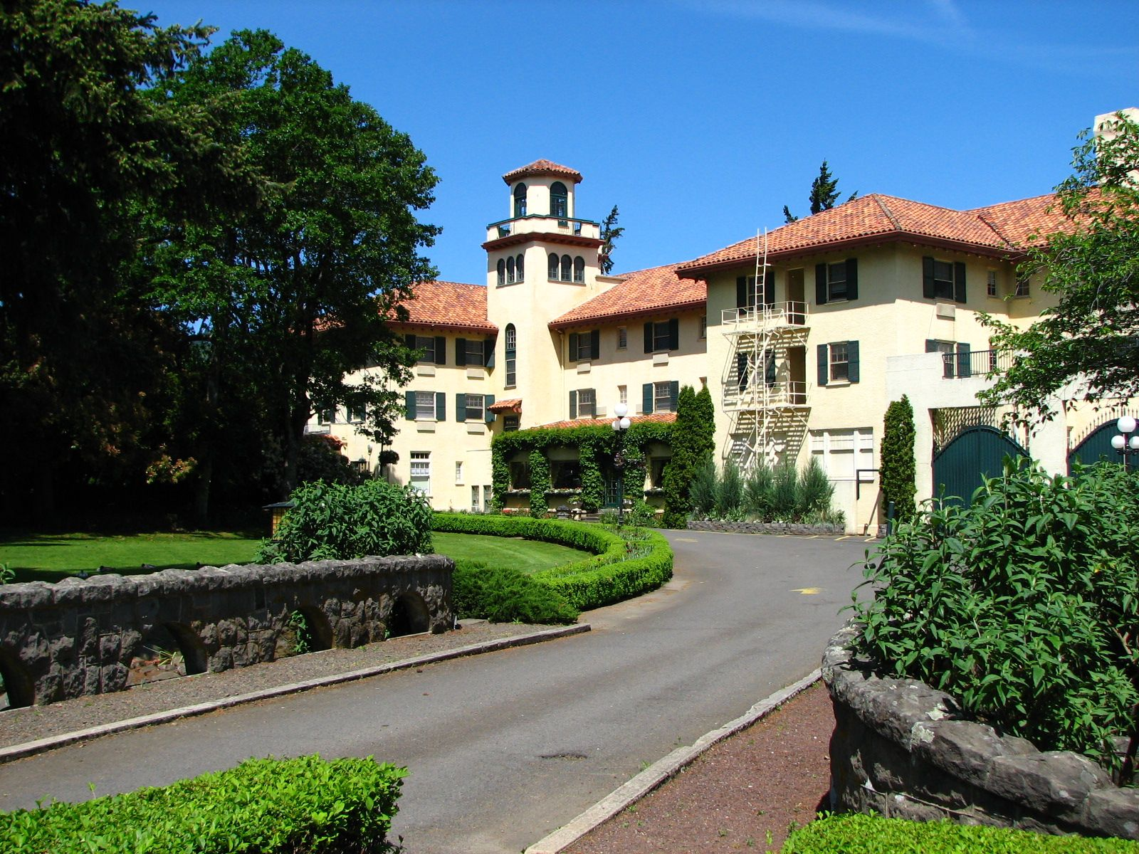 Columbia Gorge Hotel Hood River Or Along The And Noted For