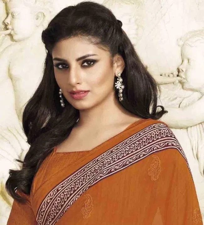 Hairstyle For Boat Neck Saree In 2020 Saree Hairstyles Braided Hairstyles Easy Oval Face Hairstyles