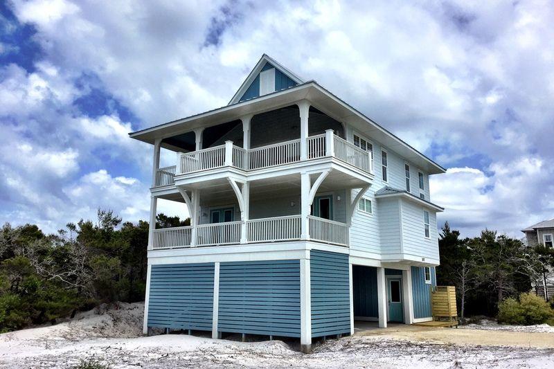 Beach Style House Plan - 4 Beds 25 Baths 2593 Sq/Ft Plan #901-118