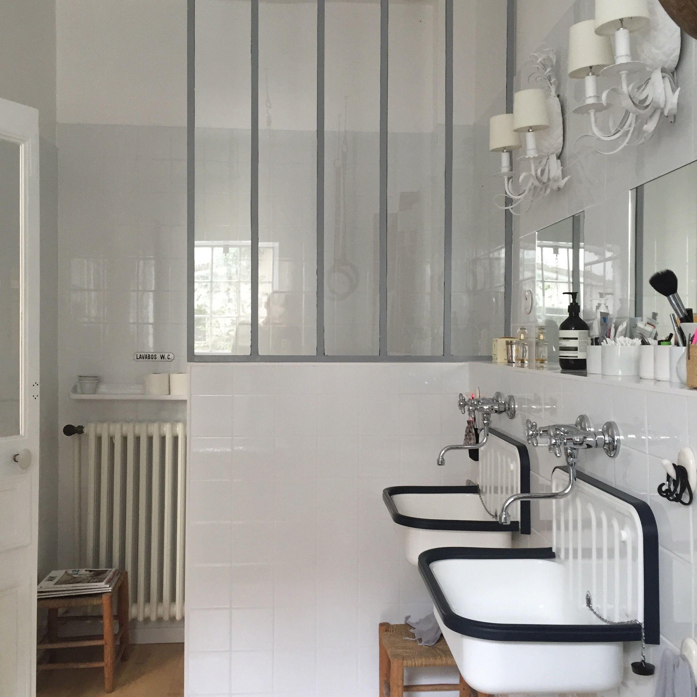 Salle de bain esprit atelier, vasques rétro, verrière | bathroom ...