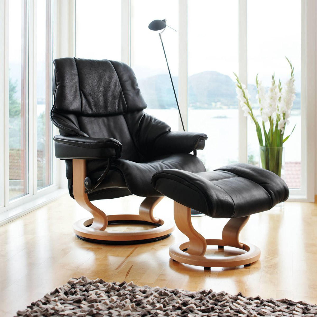 For Those Hoping To Hit The Comfort Jackpot The Sumptuous Stressless Reno Is A Sure Bet Stressless Furniture Stressless Recliner Furniture