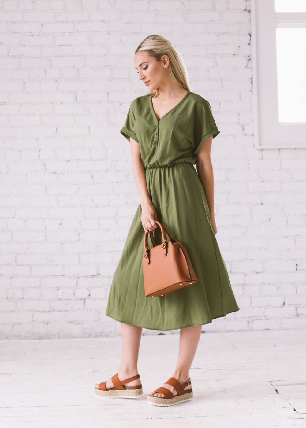 The Perfect Summer Day Dress For Every Girl With Any Style This Super Simple Midi Will Make Your Closet Complete Wi Summer Day Dresses Checkered Dress Dresses [ 1400 x 1000 Pixel ]