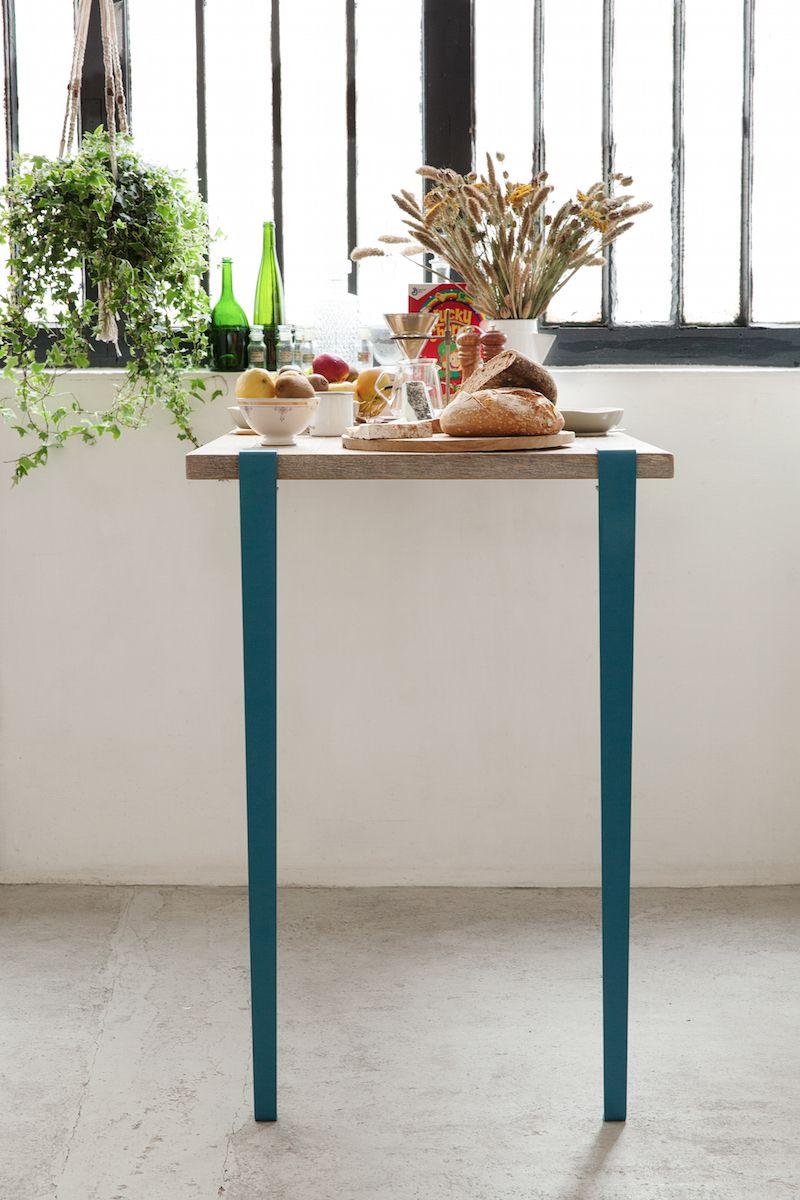 7adc43a42588a7 Bar   Mange debout TIPTOE créé avec des pieds de table modulables (hauteur  110cm) et des accroches murales BRACKET Bleu Capri.