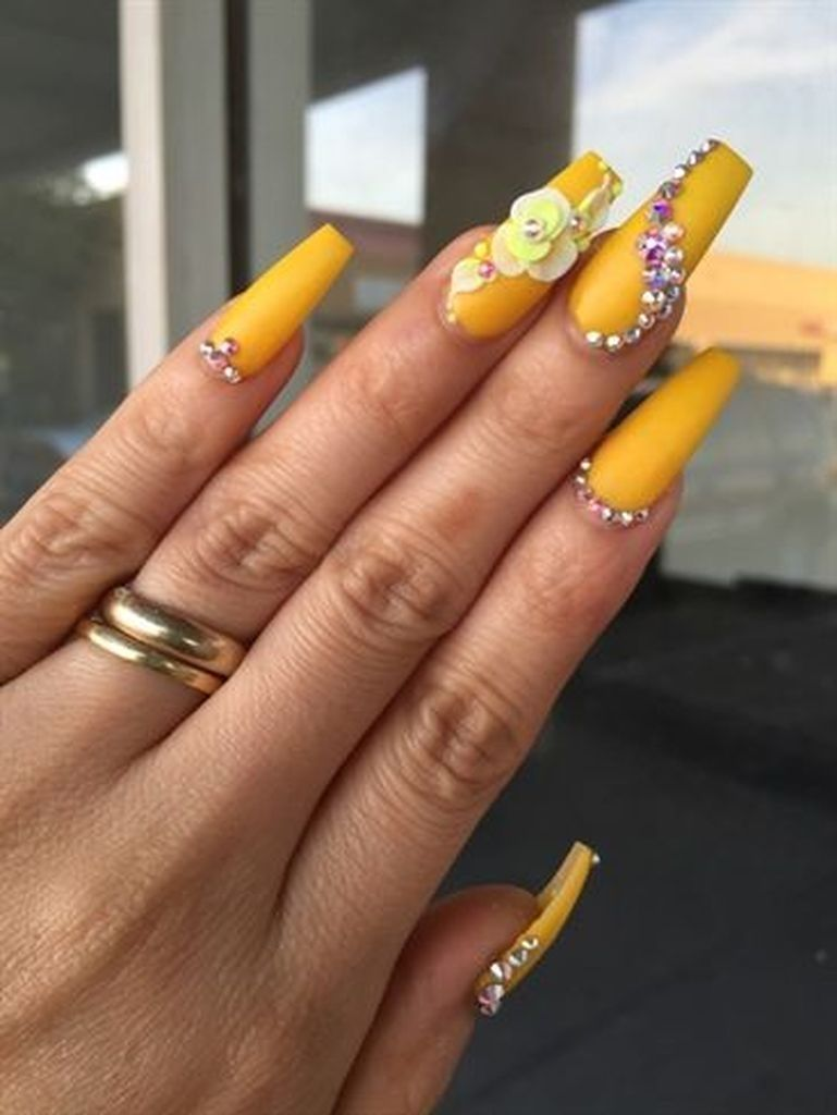 40+ Fabulous Gradient Nail Art Designs | Cuded | Yellow