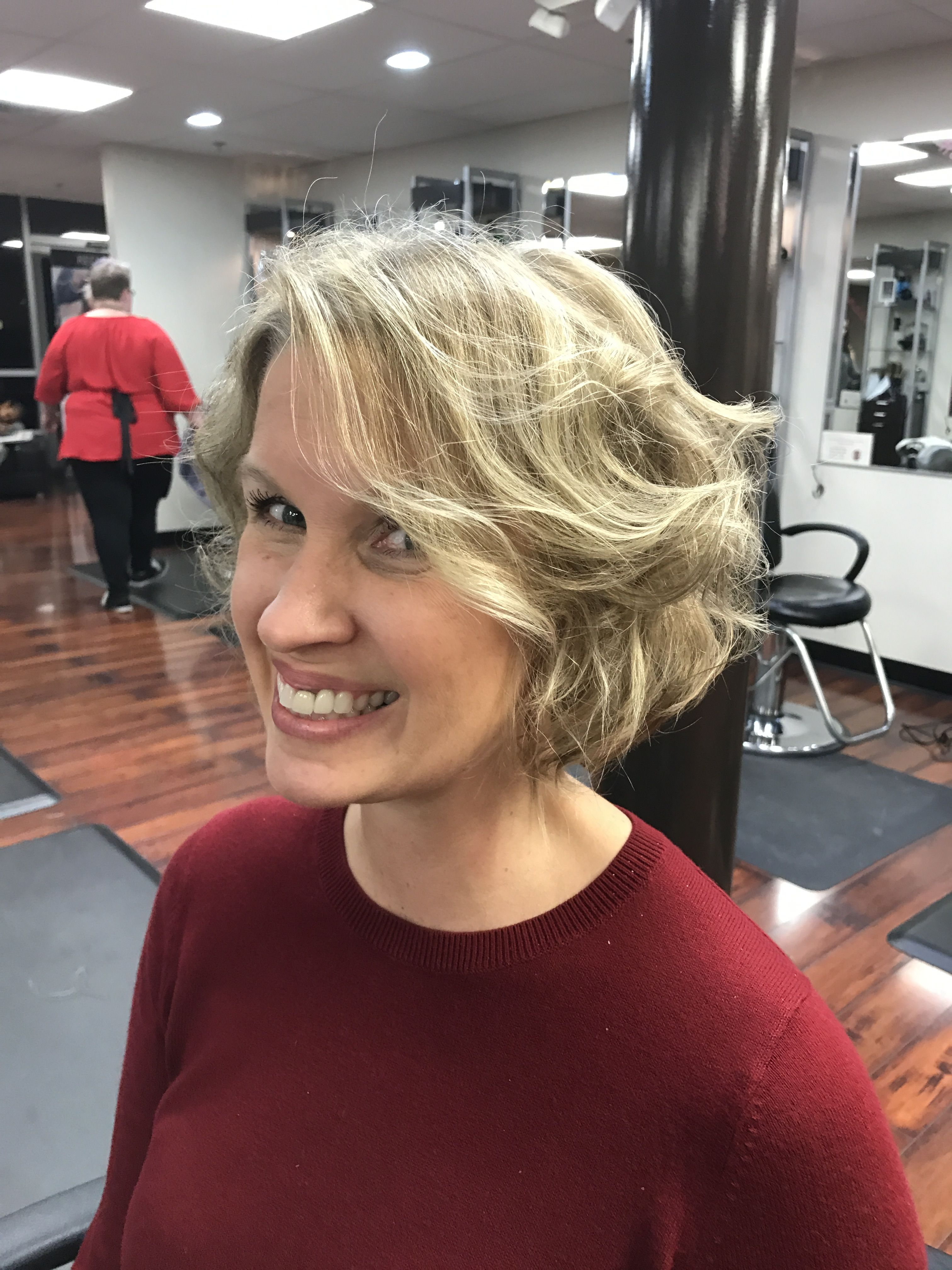 Beach Wave Bob With Sand And Sun Highlights By Bonnie Paynter Labellavitasalonofde Youneedbonniepaynter Redkencertifiedcolorist Beauty Redken Hair Styles
